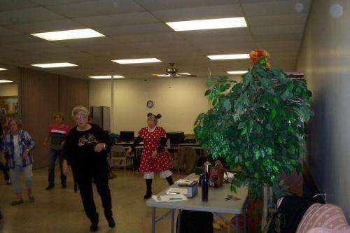 line dance class halloween 10-30-18 009